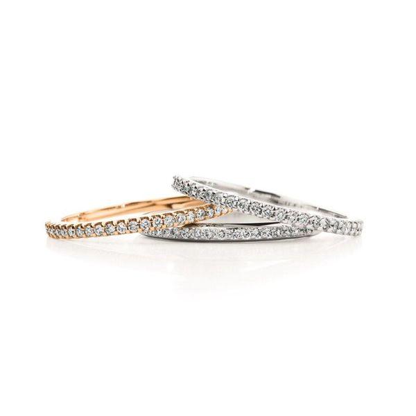 Der Memoire Ring bezaubert mit vielen Brillanten - ab 390,00€