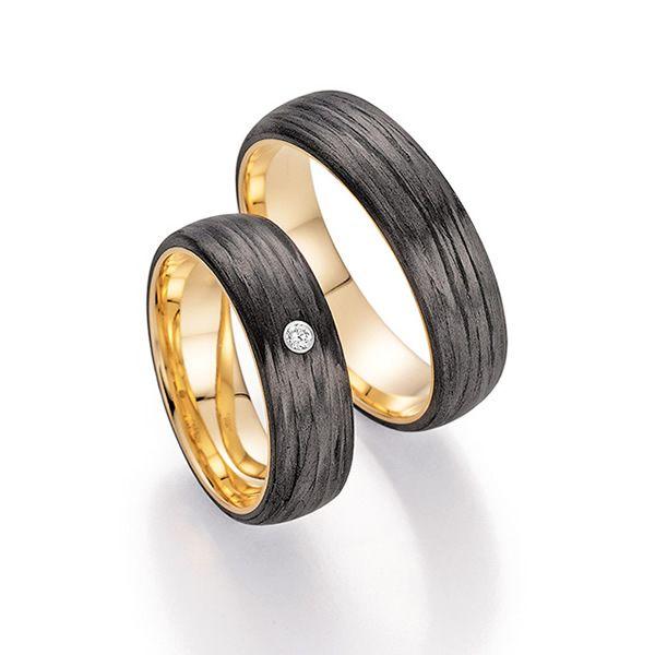 Innen Gold, außen Carbon: Trauringe